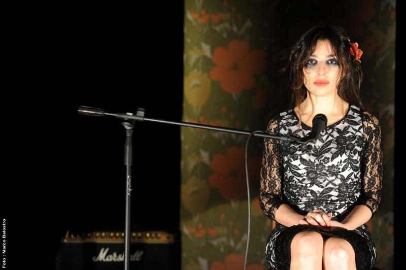 Sabrina Impacciatore in una scena dello spettacolo
