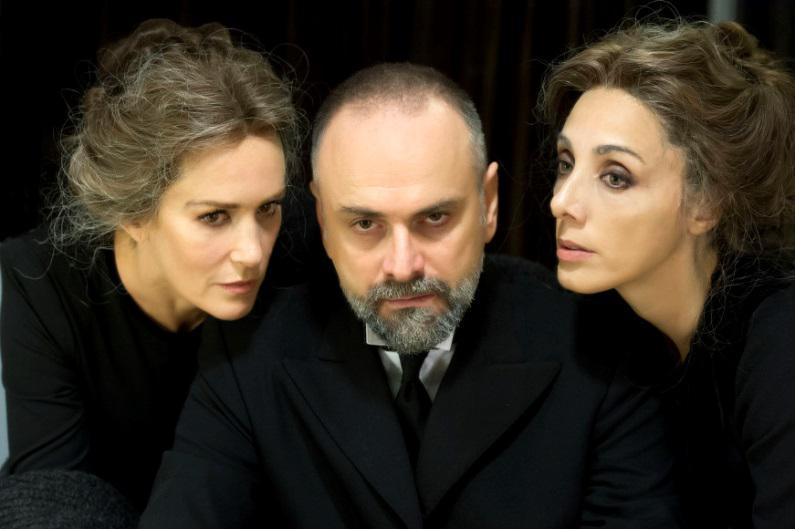 Lucrezia Lante Della Rovere, Massimo Popolizio e Manuela Mandracchia in una scena dello spettacolo