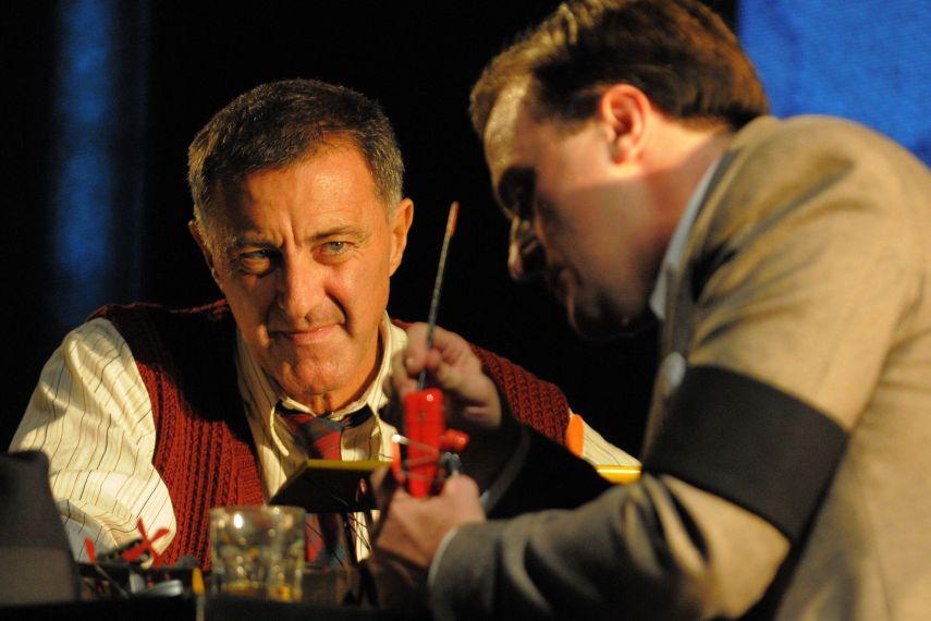Luca Barbareschi e Filippo Dini in una scena dello spettacolo
