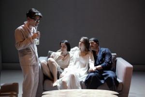 """Fausto Paravidino, Iris Fusetti, Sara Putignano e Davide Lorino in una scena de """"I vicini"""""""