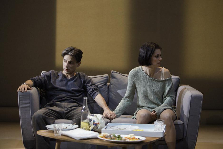 """Fausto Paravidino e Iris Fusetti in una scena de """"I vicini"""""""