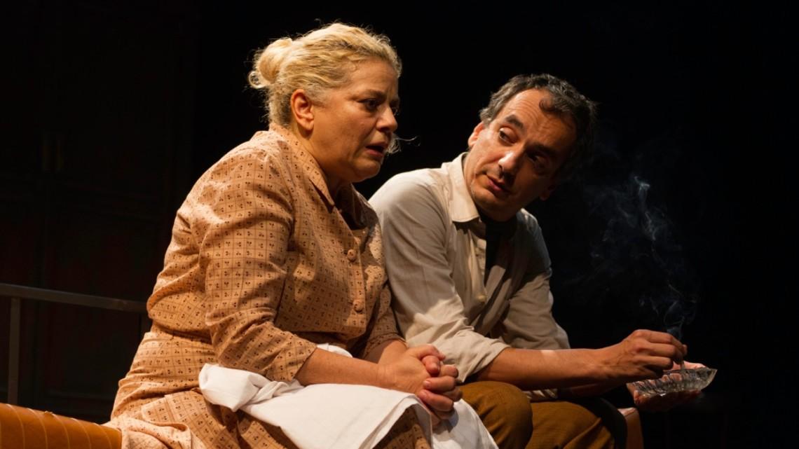 """Arturo Cirillo e Milvia Marigliano in una scena de """"Lo zoo di vetro"""". Foto di Laila Pozzo."""
