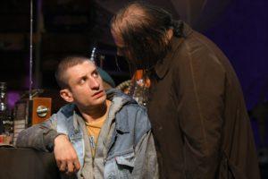 Marco D'Amore e Vincenzo Semolato in una scena dello spettacolo. Foto di Bepi Caroli
