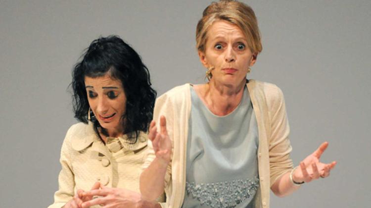 Federica Santoro e Daria Deflorian in una scena dello spettacolo