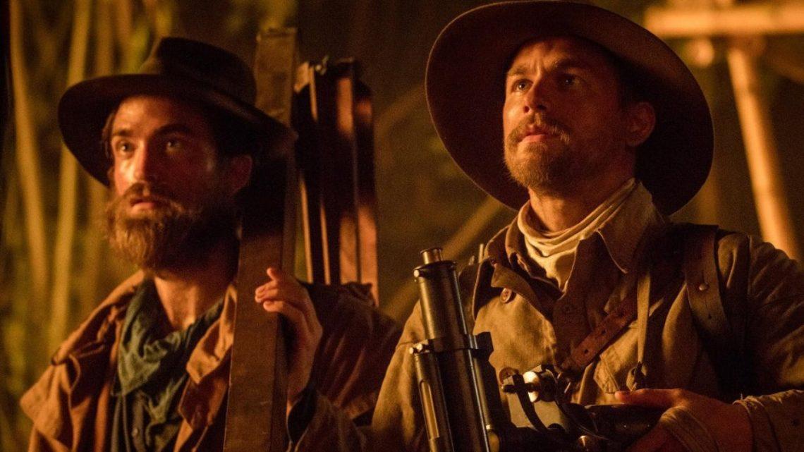 "Charlie Hunnan e Robert Pattinson in ""Civiltà perduta"""